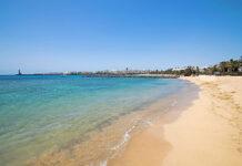 Costa Teguise na wczasy dla miłośników wypoczynku na pięknych plażach