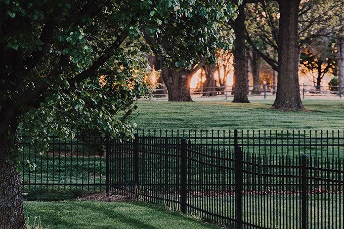 Co to są ogrodzenia ażurowe